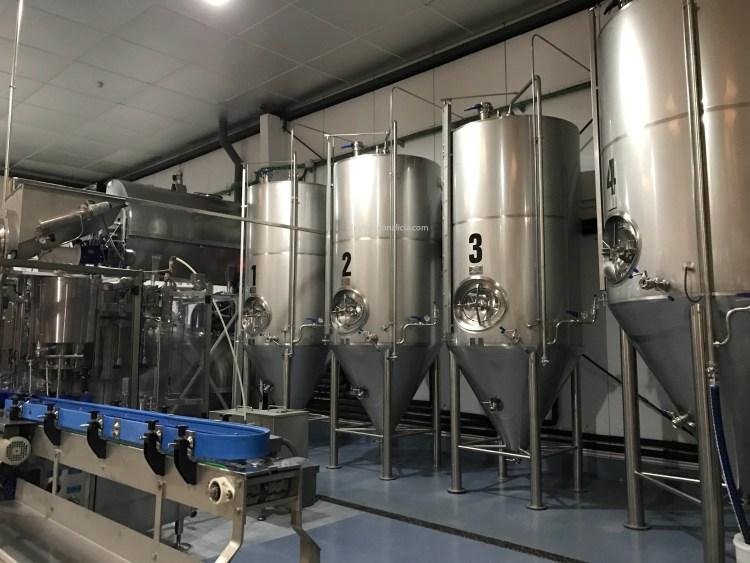 Depósitos de elaboración en Cervezas Villa de Madrid/ Cerveza Chula. Copyright: devinosconalicia.com