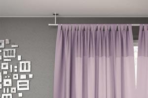 une tringle a rideaux au plafond