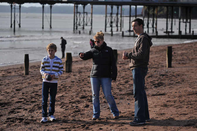 Gus Barry and the director Rebekah Fortune on set of Deadly Intent in Teignmouth. Courtesy of Ian Birdsey of Blackboard Associates.