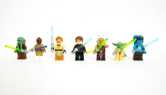 lego star wars characters with lightsabres