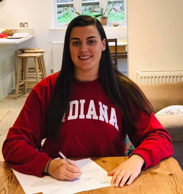 Local Player Robyn Greenslade signs for Indiana University on a four year Water Polo Scholarship