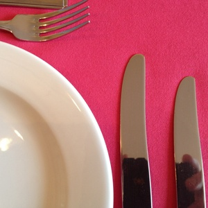 SHOCKING PINK LINEN TABLE RUNNER