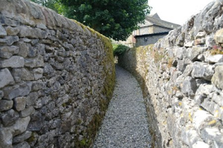 path between 2 walls
