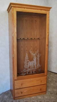 Gun Cabinet with Decorative Glass - De Vries Woodcrafters