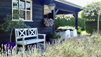 Tuinhuis met overkapping zwart