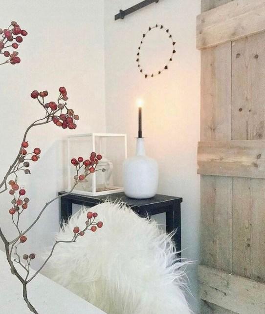 Landelijk licht interieur vacht kandelaar rozenbottel tak
