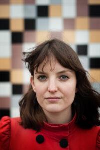 Kila van der Starre Phd onderzoeker / literatuurwetenschapper (UU) op het onderwerp Poëzie buiten het boek.