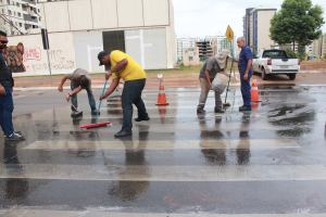 Limpeza da faixa de pedestre
