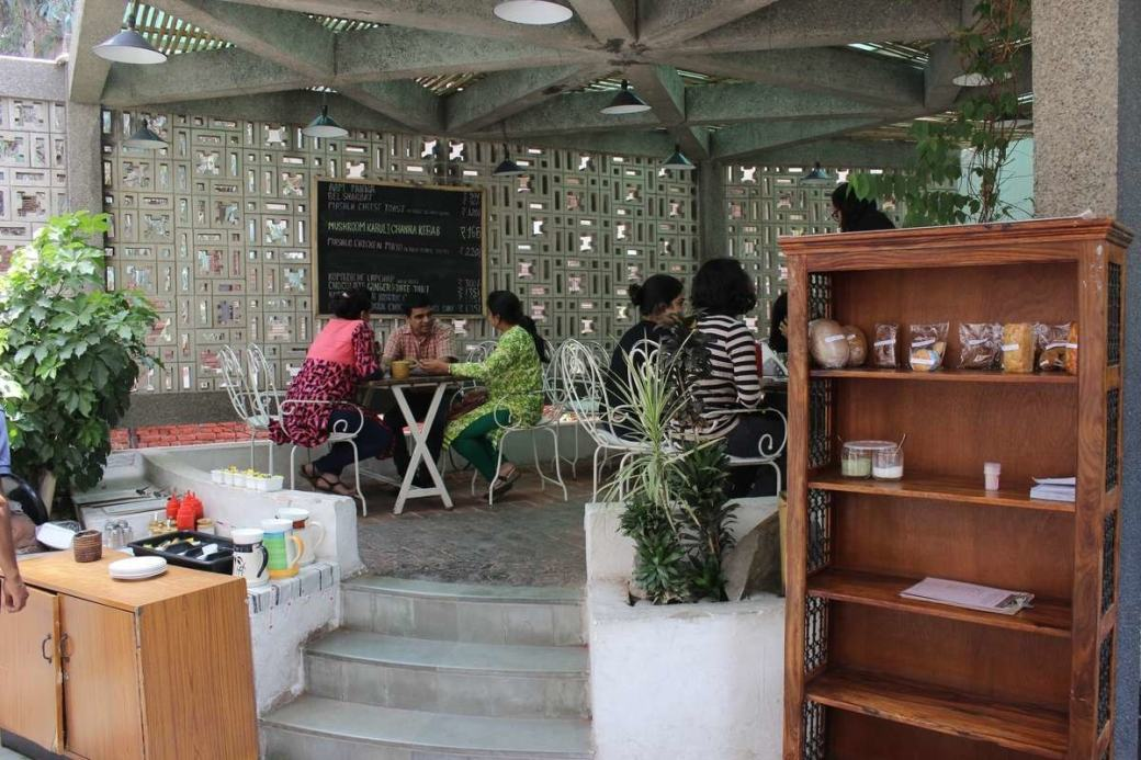 rooftop cafe mandi house