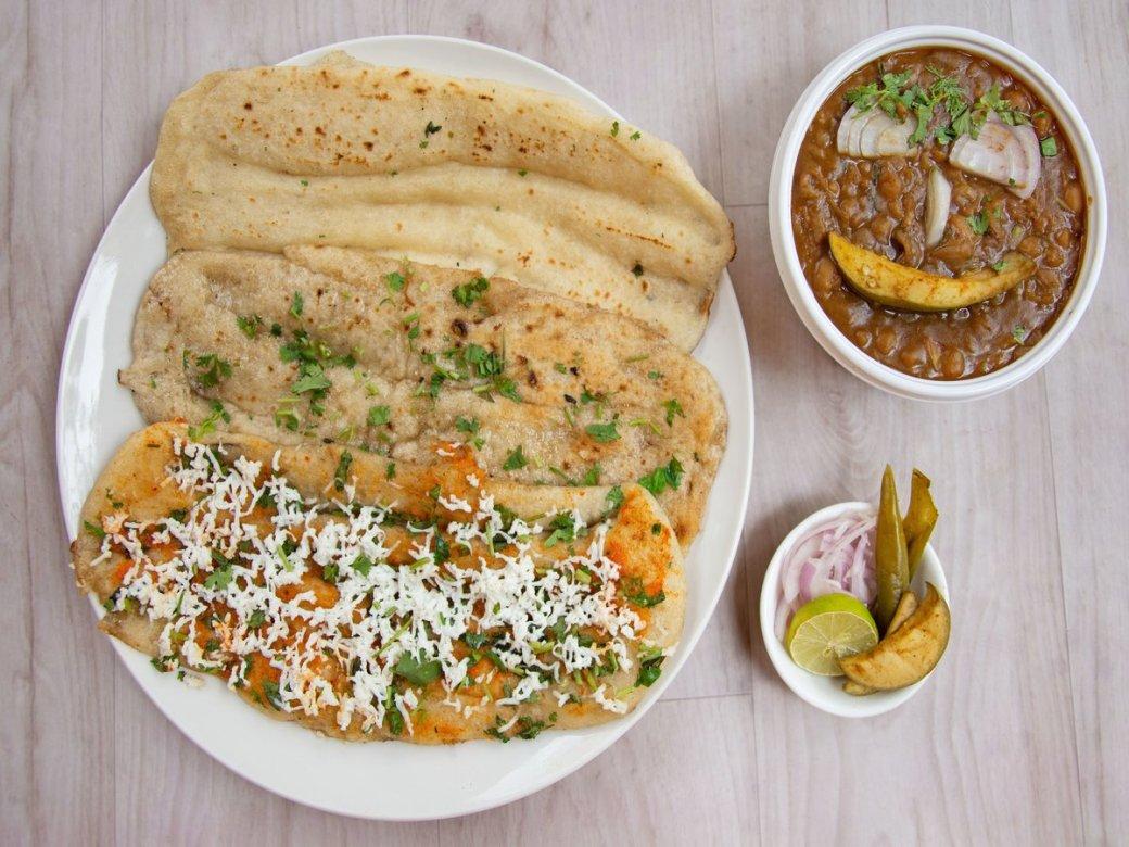 Garlic Or Panner Chole Kulche DforDelhi