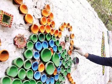 Gurgaon Peeps Restyled Discarded Diyas Into A Pretty Art Installation DforDelhi