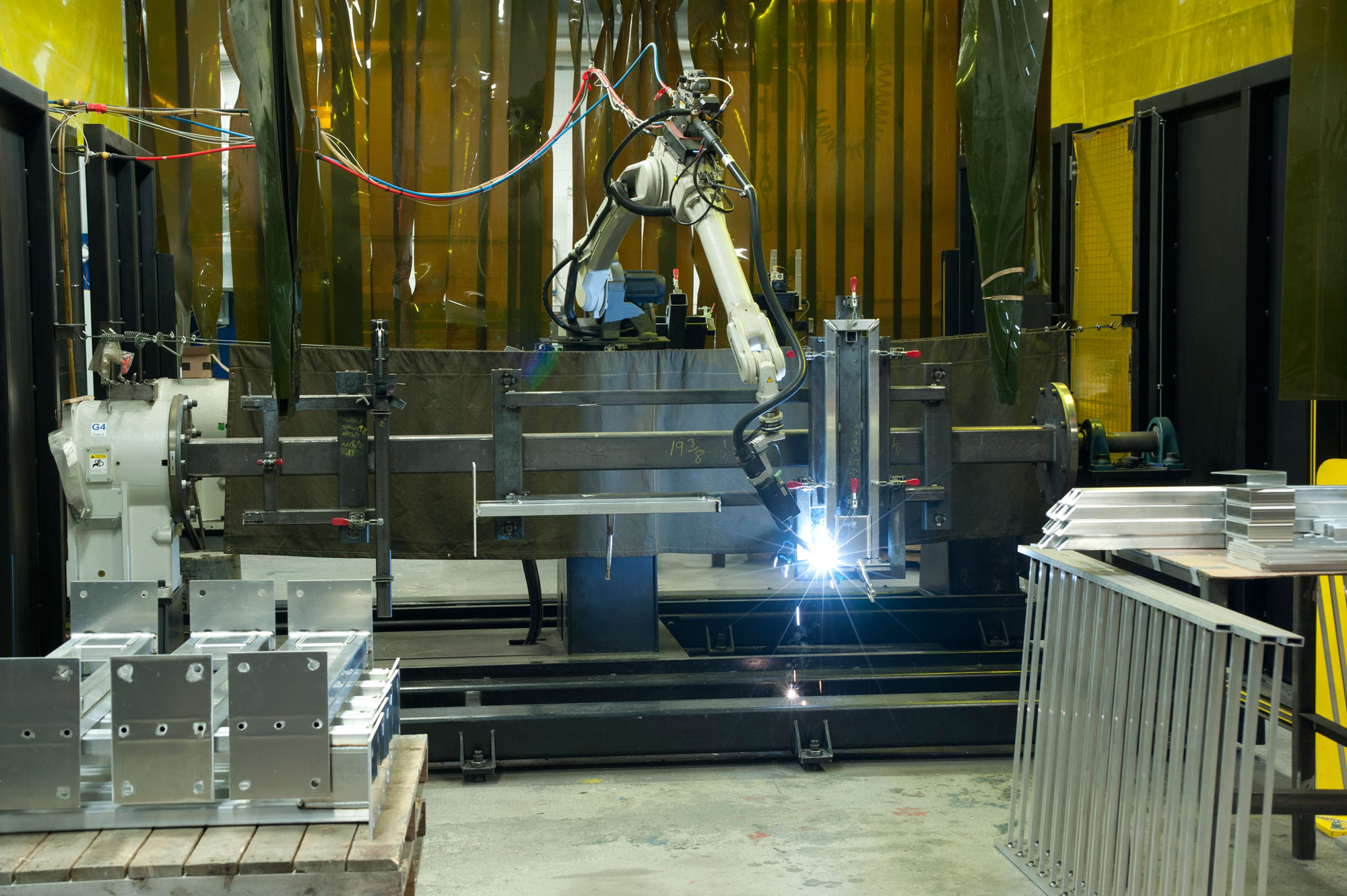 Furthermore, the welding of large parts or complex shapes can always be  accomplished with the same level of precision and uniformity.