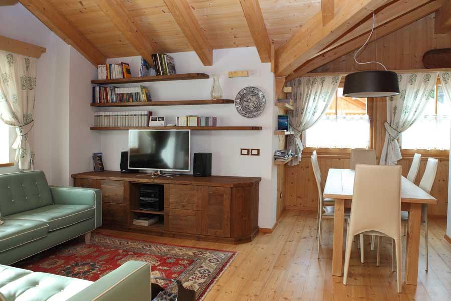Stile classico per un open space soggiorno sala da pranzo cucina