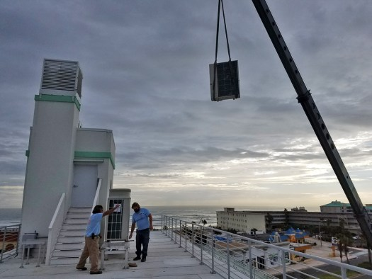 Setting condenser on top of the historical streamline hotel .