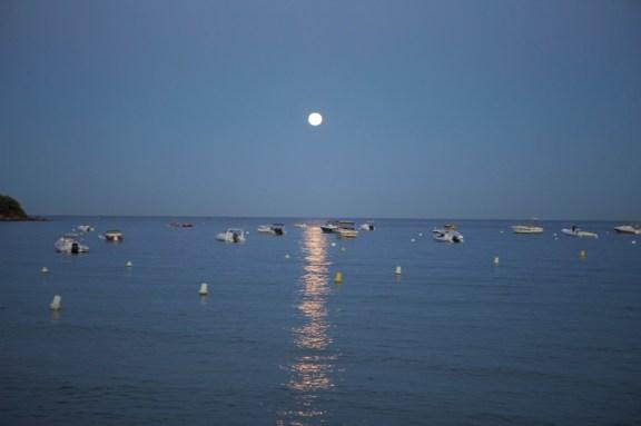 Super Moon lights up the Koh-i-Noor dinner