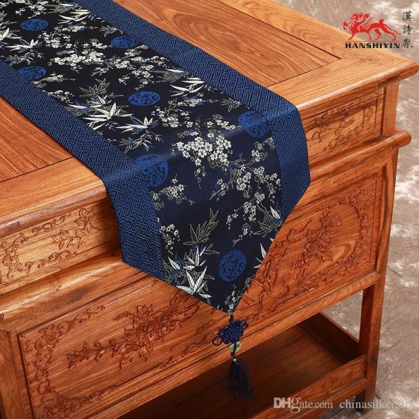 Classic Chinese Knot Luxury Damask Table Runners Wedding