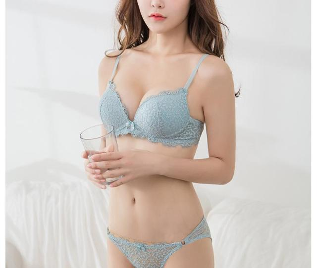 Fashion Sexy Deep Lace V Neck Bra Briefs Young Girl Underwear Panties Small Push Up Brassiere Lingerie Adjustable Bra Set