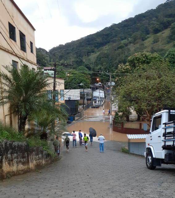 Moradores ficaram ilhados em algumas ruas da cidade. Foto: PMI
