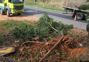 Resgate de caminhão acidentado