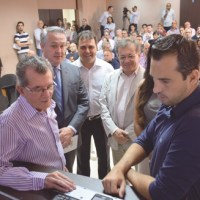 Soares, Marcos Michels, Márcio da Farmácia, Donizete Duarte e Michels, durante evento. Foto:  Thiago Benedetti/PMD