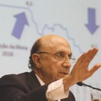 Meirelles atribuiu revisão das metas à frustração de receitas, em parte por causa da queda da inflação. Foto:  Fabio Rodrigues Pozzebom/Agência Brasil