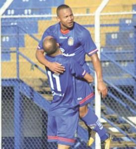 Ermínio comemora seu gol no empate contra a Lusa. Foto: Adriano Stofaleti/AD São Caetano