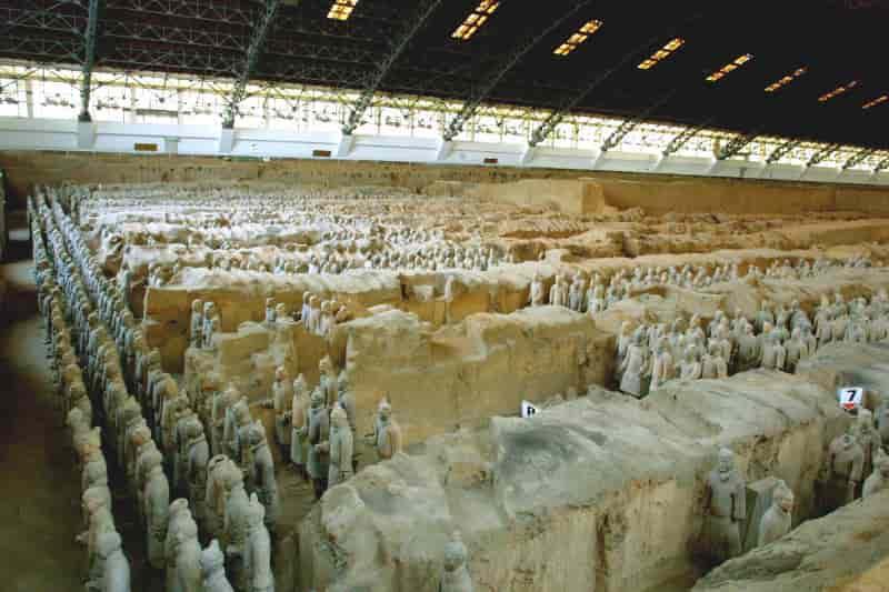 Ανατρεπτική αποκάλυψη: Αρχαίοι Έλληνες έφτιαξαν τον Πήλινο Στρατό της Κίνας!