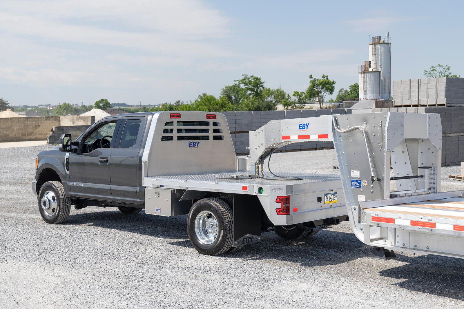 hight resolution of diamond plate flooring for hauling heavy loads