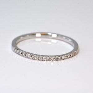 10 kt. White Gold Diamond Band