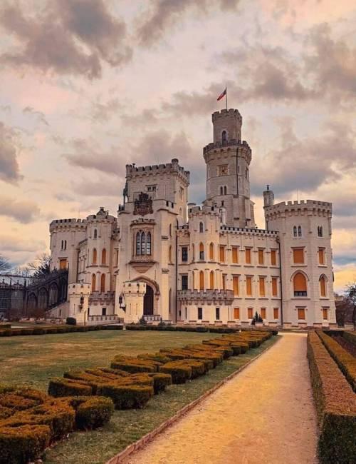 Zámky a hrady na Vltavě: Objevujte perly v povodí nejdelší řeky ČR