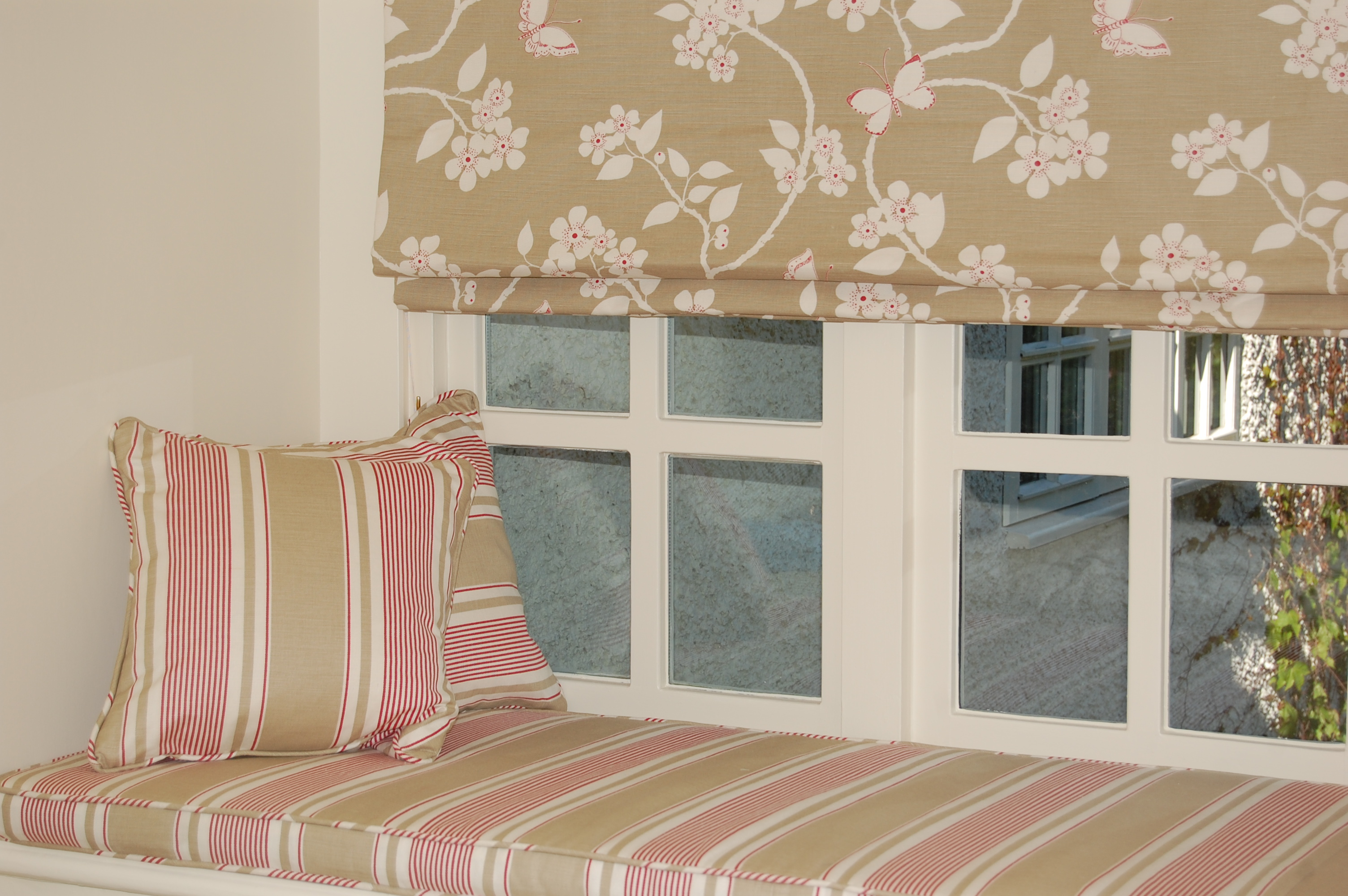 Diana Murray Interiors Bedroom with roman blinds and window seat  Diana Murray Interiors