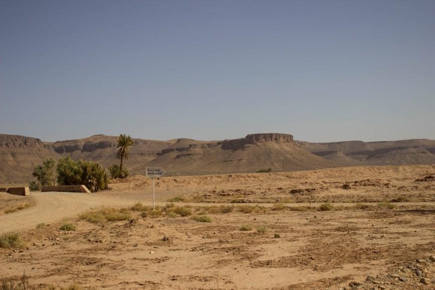 [img] Rocky Hamada Camping in the Sahara Desert in Morocco
