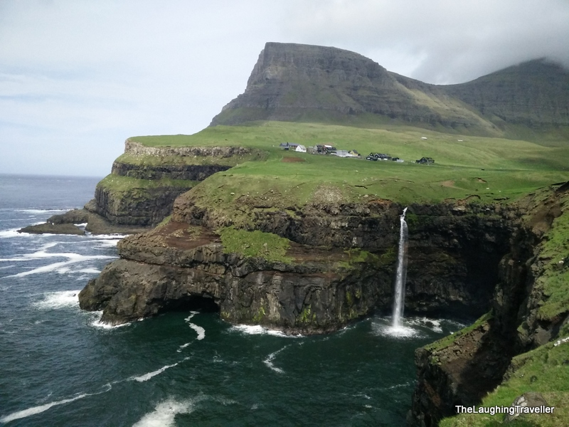 [img] Faroe Islands ocean waterfall