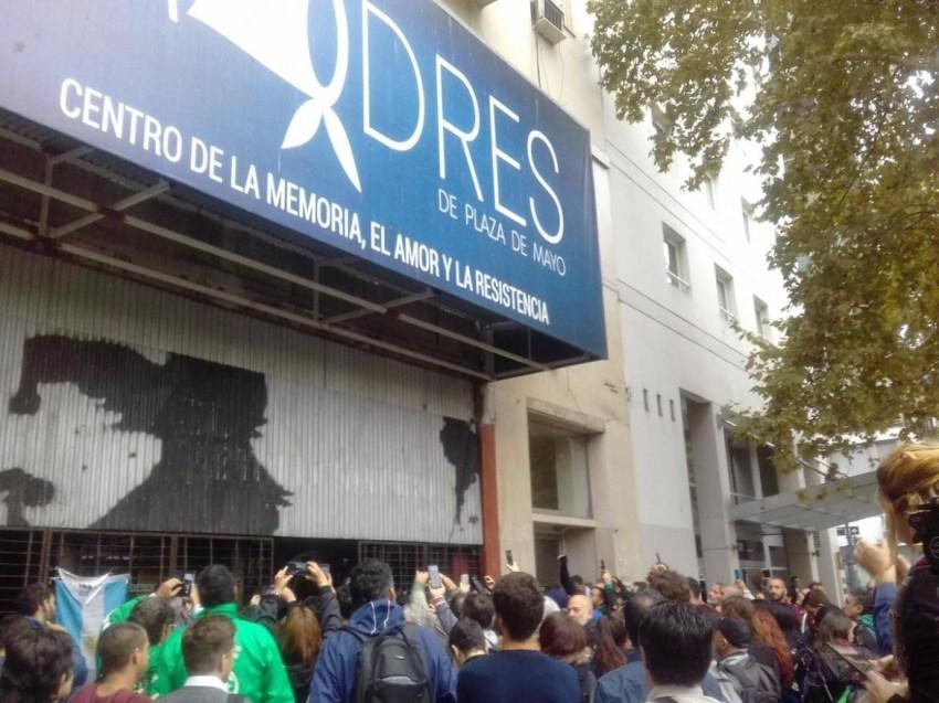 Madres de Plaza de Mayo, sede, procedimiento judicial Twitter