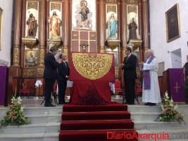 Presentada la nueva toca de la Virgen de La Caridad