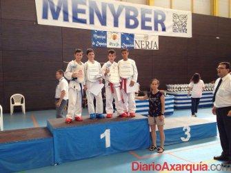 foto-mas-de-200-deportistas-se-dan-cita-en-la-ultima-jornada-del-circuito-provincial-de-karate-en-nerja-(1)_o