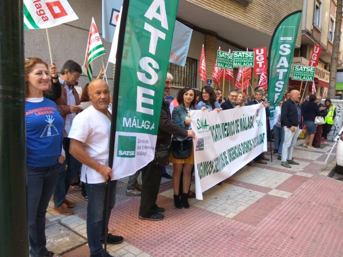 Las enfermeras y médicos de los servicios de urgencias del Distrito Sanitario Málaga vuelven a concentrarse contra la discriminación laboral que vienen sufriendo