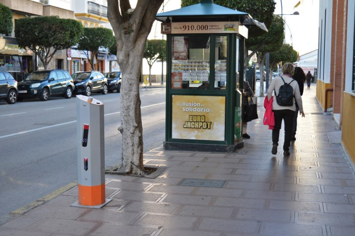 Instaladas una veintena de contenedores de recogida de pilas en Rincón de la Victoria
