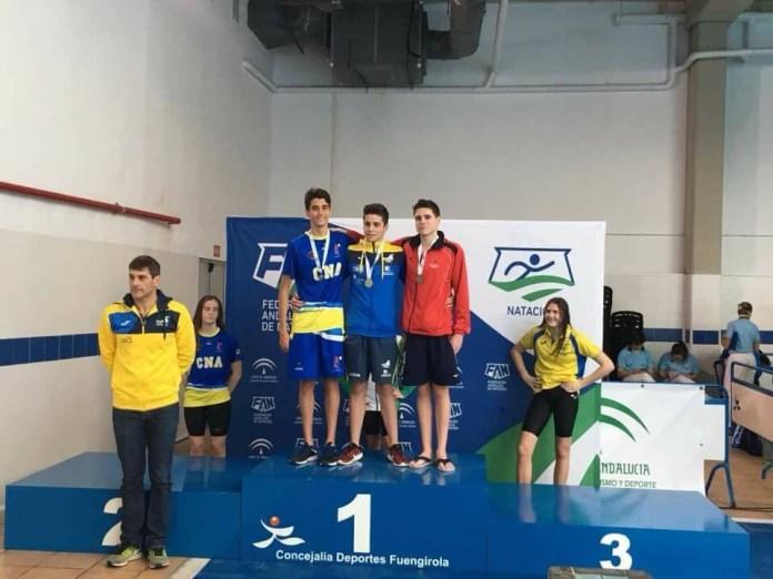 El Club Natación Axarquía logra varias medallas en el andaluz de larga distancia