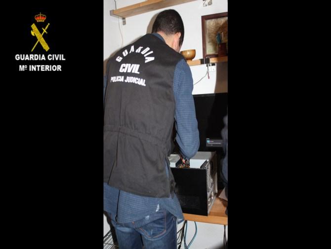 La Guardia Civil detiene a 19 personas por un presunto delito de tenencia y/o distribución de pornografía infantil