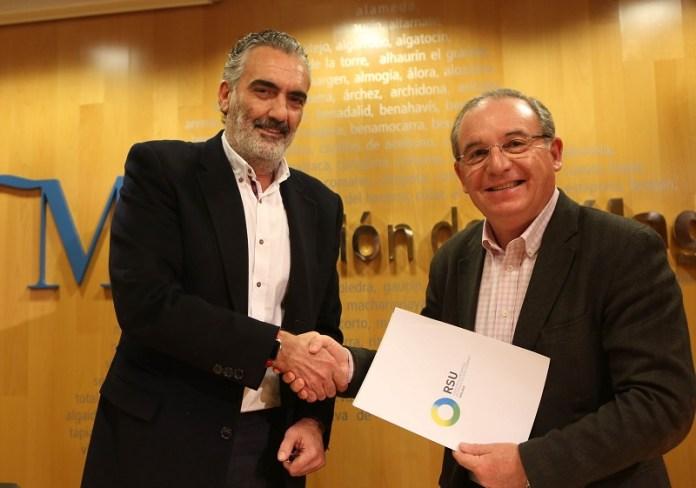 El Consorcio de Residuos y AEHCOS firman un acuerdo de colaboración para fomentar la recogida selectiva de envases ligeros y de papel-cartón.en establecimientos de la provincia.