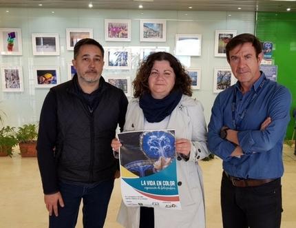 El Hospital Comarcal de la Axarquía acoge la exposición fotográfica benéfica 'La vida en color' del colectivo Enfoques de Vélez-Málaga