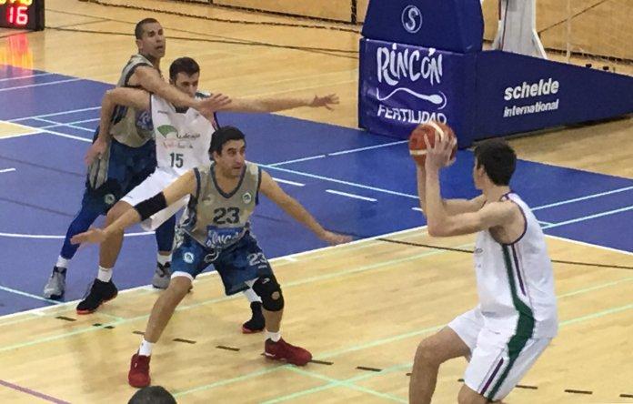 El Unicaja de Paco Aurioles vence al CB Axarquía (87-71)