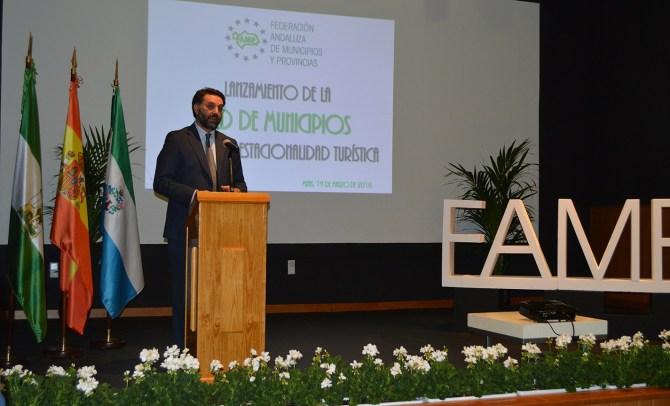 Fernández valora la Red de Municipios contra la Estacionalidad como herramienta para mantener 'abierto' el litoral todo el año