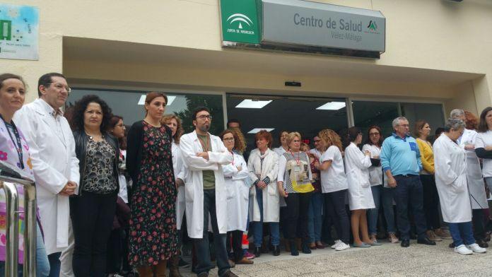 El alcalde de Vélez-Málaga condena la agresión a una enfermera del Centro de Salud Vélez Sur y felicita a la Policía Local por su actuación