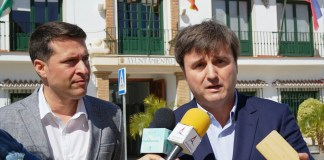 """Entre las inversiones subraya """"los 2,7 millones para el enlace de Caleta con la A-7, los 2,3 millones para la depuradora de Nerja, los más de 5 millones para la nueva comisaría y la Tesorería de la Seguridad Social en Vélez o los más de 700.000 euros para el litoral axárquico""""."""