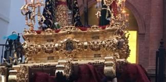 La parte delantera del trono del Cristo del Mar lució la noche del Viernes Santo un pececito rindiendo así un pequeño y sentido homenaje al pequeño.