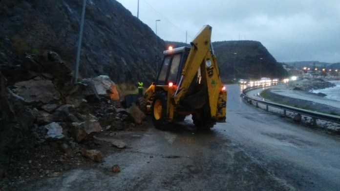 IU solicita el arreglo definitivo del desprendimiento que causó la lluvia en las curvas de la antigua Carretera N-340 entre Mezquitilla y Lagos