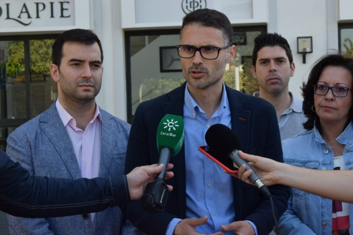 PSOE-A ha acusado al Ejecutivo de Rajoy de no hacer nada contra el fraude de ley que supone la situación de los falsos autónomos en el mercado laboral