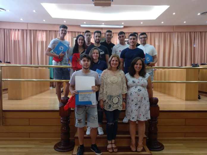 Una veintena de jóvenes participan en el curso de socorrismo acuático en Vélez-Málaga